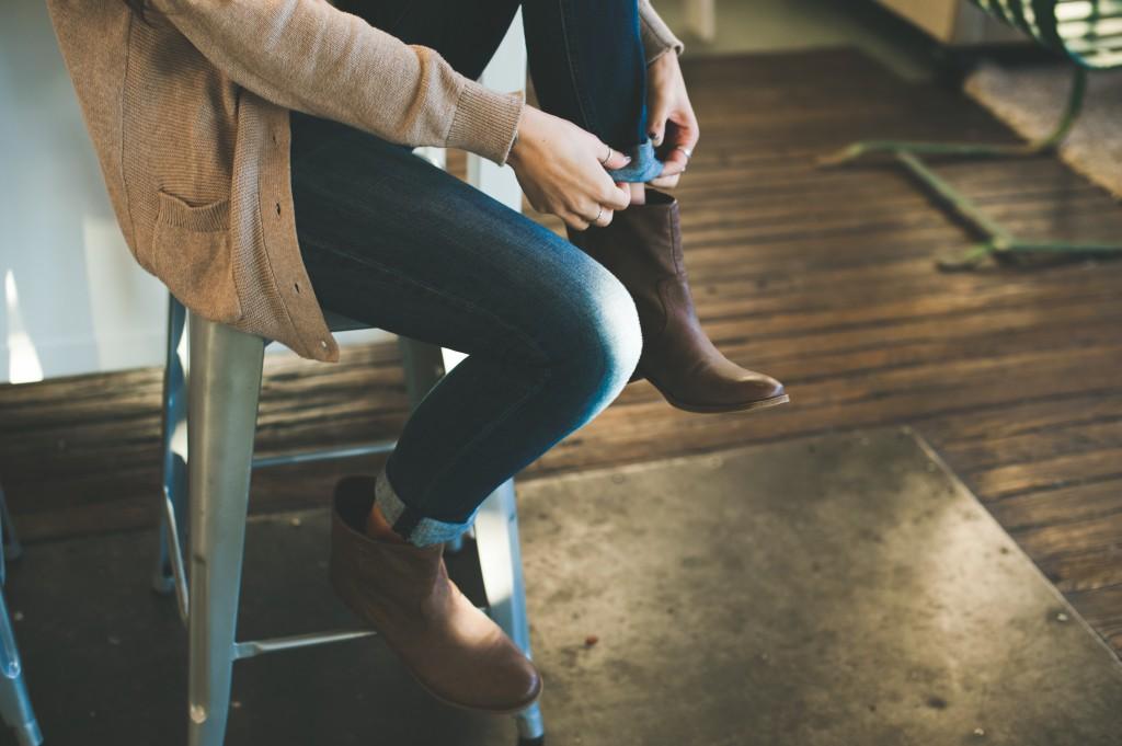 fashion-woman-shoes-get-ready